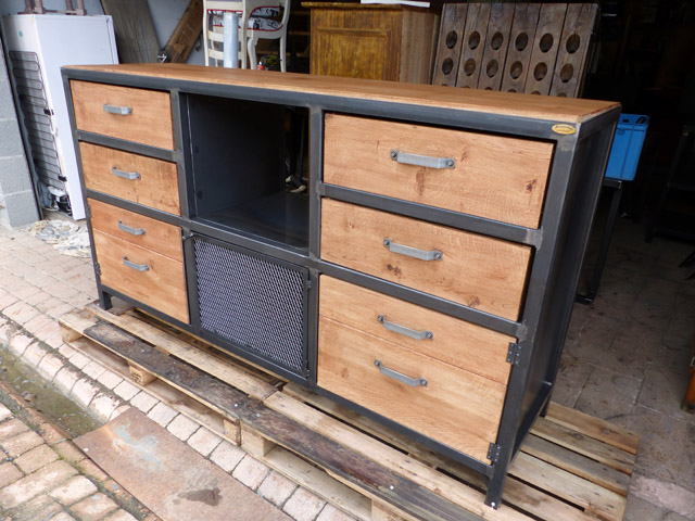 buffet industriel bois m tal sur mesure fabrication meuble style industriel. Black Bedroom Furniture Sets. Home Design Ideas
